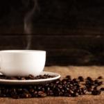 湯気が出るコーヒー